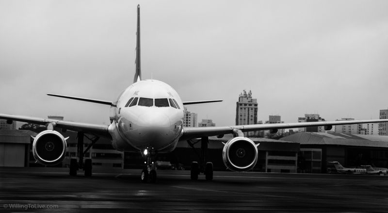 Airplane posing to us | 168mm equiv.; f5,6; 1/500; ISO 100