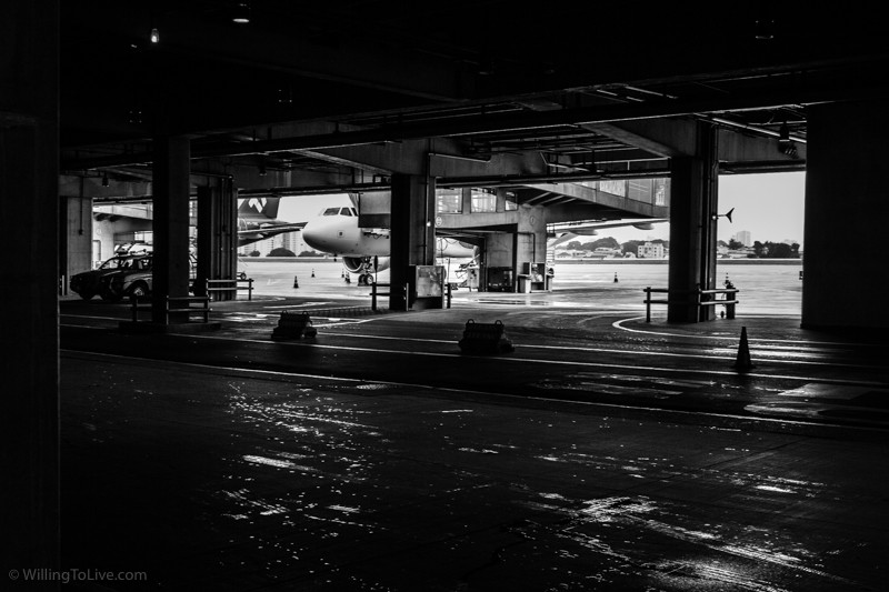 Under the surface of the airport | 45mm equiv.; f4; 1/50; ISO 250