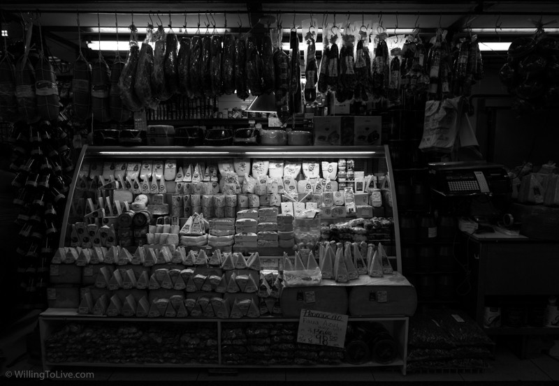 Light and cheese. Many stores offer small portions of their products for you to try for free | ISO 125; 22mm equiv.; f/5,6; 1/30s