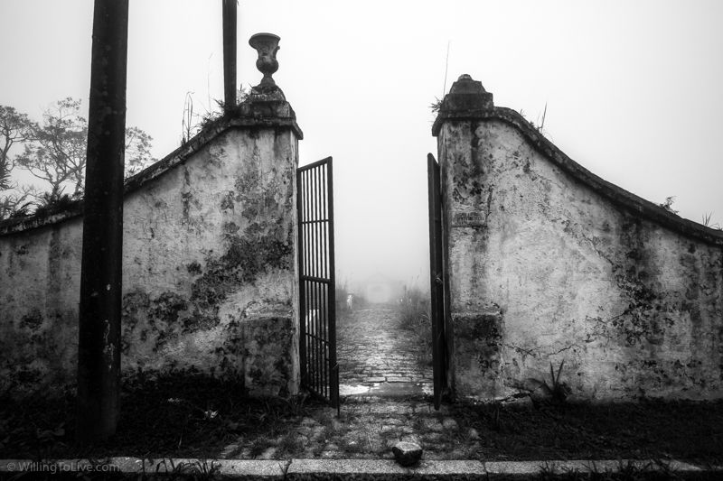 The cemetery. Let's go in? :grimacing: :scream: | 21mm equiv.; f5,6; 1/500; ISO 100